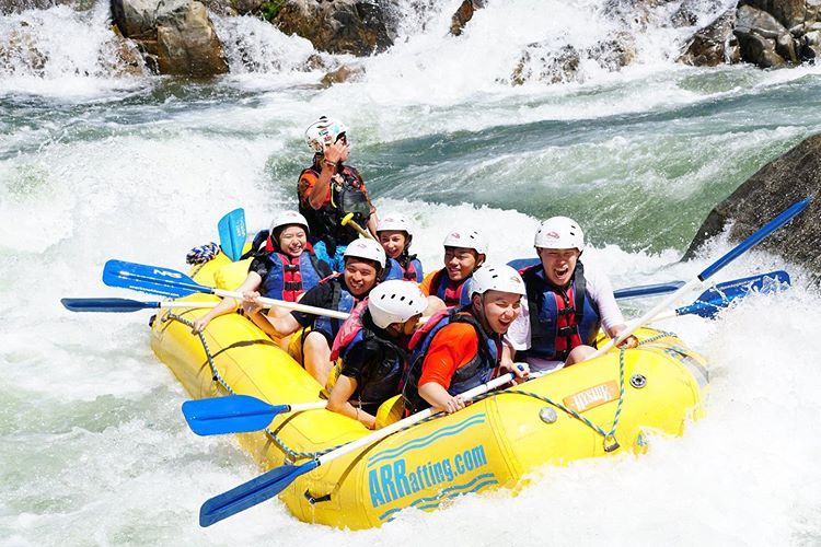 CFM Summer students going white water rafting